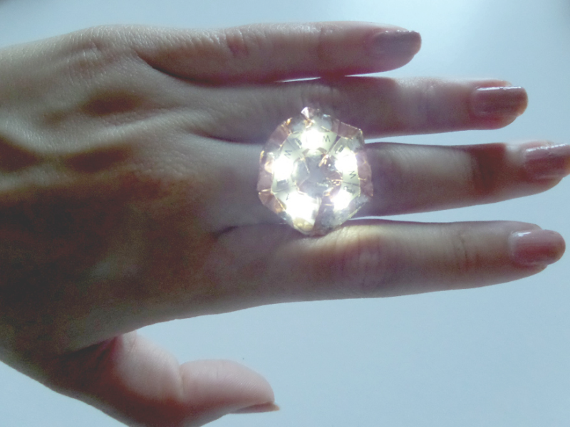 Light-up flower ring